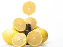 Zitrone-wesentliches Schmieröl Lizenzfreie Stockfotografie