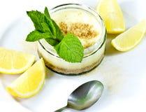 Zitronekäsekuchen lizenzfreie stockfotos
