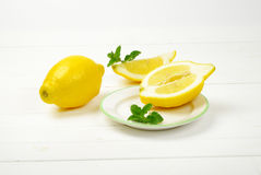 Zitronen auf einem weißen Studiohintergrund Stockfotografie