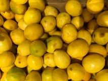 zitronen frucht Fragment von einem Obst- und Gemüse Shop Lizenzfreie Stockfotografie