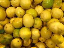 zitronen frucht Fragment von einem Obst- und Gemüse Shop Stockbild