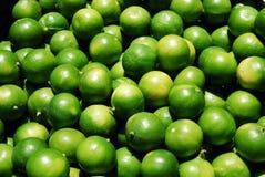 Zitronen im Markt Lizenzfreie Stockbilder