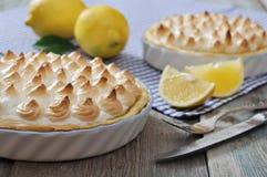 Zitronen-Meringe-Torte Stockbild