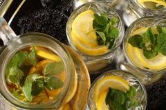 Zitronen-Minzen-Tee Lizenzfreies Stockbild