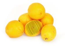 Zitronen mit Strichkode Stockfoto