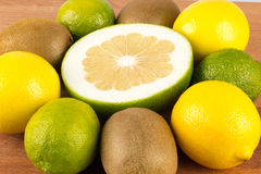 Zitronen, Orangen und Kalke Lizenzfreies Stockbild