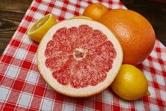 Zitronen, Orangen und Kalke Stockbild
