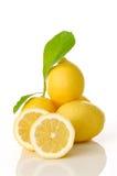 Zitronen und Blätter Stockbilder