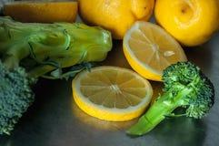 Zitronen und Brokkoli Lizenzfreie Stockfotos