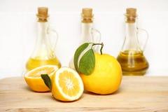 Zitronen und Flasche Lizenzfreies Stockfoto