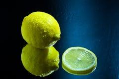 Zitronen- und Scheibenreflexion Lizenzfreie Stockbilder