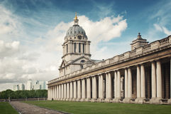 Zitronengelbe Kai-Skyline und Greenwich-Hochschule Lizenzfreie Stockfotos
