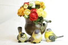 Zitronengelber Vogel gemacht vom Flitter lizenzfreies stockfoto