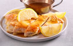 Zitronenhühnerbrust, geschnitten Lizenzfreie Stockbilder