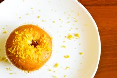 Zitronenkleiner kuchen Lizenzfreie Stockbilder