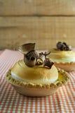 Zitronenkuchen und italienische Meringe Stockfoto