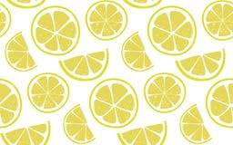 Zitronenmuster mit um und halbe Scheiben am weißen Hintergrund Nahtloser Hintergrund des neuen Sommers Lizenzfreies Stockfoto