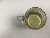Zitronenscheibe in der Trommel Stockfoto