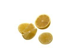 Zitronenscheiben auf Weiß Lizenzfreie Stockbilder