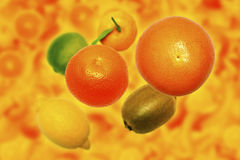 Zitrusfrüchte mit mehrfarbigem Hintergrund Lizenzfreie Stockbilder