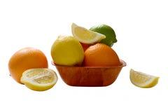 Zitrusfrucht auf der Platte Stockfotos