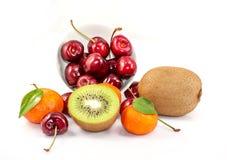 Zitrusfrucht, cherrys und Kiwifrüchte Lizenzfreies Stockbild