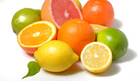 Zitrusfrucht mit Blättern Stockfotografie