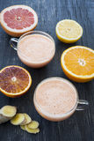 Zitrusfrucht Smoothies Stockfotos