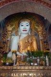 Zitting Boedha in Shwe-Kyat de Pagode van Yat, Myanmar Royalty-vrije Stock Foto