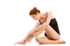 Zittingsvrouw in ondergoed die vlotte benen tonen Stock Afbeeldingen
