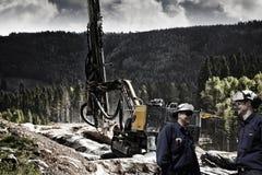 Zivil-Ingenieure und Felsenstarten Lizenzfreie Stockfotos