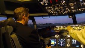 Zivilflugzeugcockpit stock footage