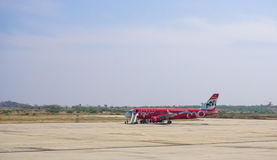 Zivilflugzeuge, die an internationalem Flughafen Mandalays parken Lizenzfreies Stockbild