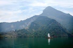 Zixi för kedja för Hubei Badong Yangtze River Wu klyftamun segling Royaltyfri Fotografi