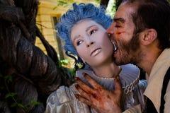 zjadliwy męski wampira kobiety żywy trup Zdjęcia Stock