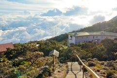 Zjazdowy punkt widzenia na zewnątrz breloczek budy na górze Kinabalu, Sabah, Malezja w słonecznym dniu Obraz Royalty Free