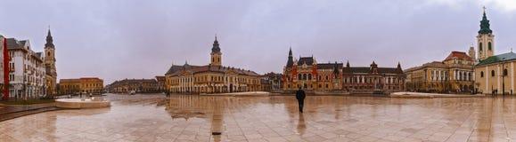 Zjednoczenie kwadratowy Piata Unirii widzieć przy deszczowym dniem w Oradea, Rom Fotografia Royalty Free
