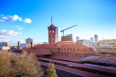 Zjednoczenie staci pociągu transportu Powikłanego budynku Zegarowy wierza obraz stock