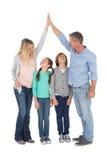 Zjednoczona pary wysokość fiving each inny z ich dzieckiem below Fotografia Royalty Free
