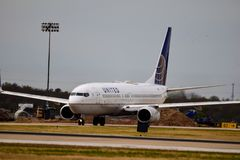 Zlany Boeing na taxi sposobie obrazy stock