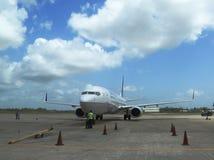 Zlany linia lotnicza samolot lądował przy Philip S W Goldson lotniskiem w Belize obraz stock
