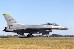 Zlany Staes siły powietrzne USAF Lockheed F-16CJ Walczący jastrząbek 90-0824 od 14th Myśliwskiej eskadry, 35th wojownika skrzydło zdjęcia royalty free