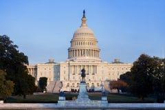 Zlany statuy Capitol budynek fotografia stock