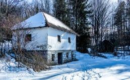 Zlatibor vilage的被放弃的房子 免版税库存照片