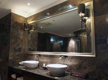 Zlew toaletowy Lustro zdjęcie stock