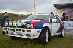 Zlotny samochodowy ` Lancia delty ` ninetieth rok przy retro przewiezioną wystawą w Kronstadt Obraz Stock