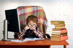 Zmęczona chłopiec Ciężka praca domowa obraz royalty free