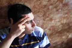 Zmęczony arabski biznesowy mężczyzna z migreną Zdjęcia Royalty Free