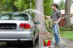 Zmęczony mężczyzna cleaning samochód Obrazy Royalty Free