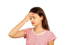 Zmęczony Skołowany Zaakcentowany kobiety cierpienie Od Silnego oko bólu, głowy lub emocjonalna dziewczyna odizolowywająca na biał Zdjęcia Stock